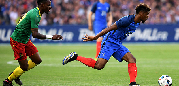 France's forward Kingsley Coman (R) vies with Cameroon's midfielder Geroges Mandjeck  during  the friendly football match between France and Cameroon, at the Beaujoire Stadium in Nantes, western France, on May 30, 2016. / AFP PHOTO / FRANCK FIFE