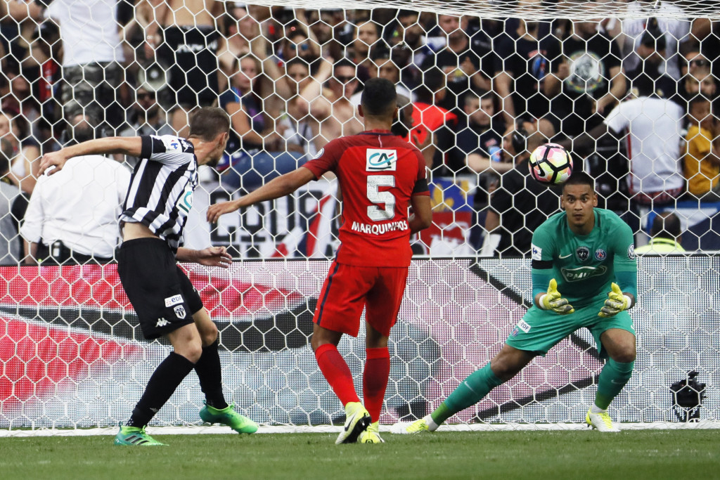 Angers' French defender Romain Thomas (L) heads the ball as Paris Saint-Germain's French goalkeeper Alphonse Areola (R) goes to catch it  during the French Cup final football match between Paris Saint-Germain (PSG) and Angers (SCO) on May 27, 2017, at the Stade de France in Saint-Denis, north of Paris. / AFP PHOTO / Thomas SAMSON